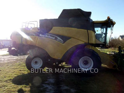 2004 COMBINES FORD / NEW HOLLAND CX860